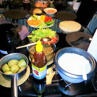 *Food is served - Linser, rice, potatoes and vegetables*
